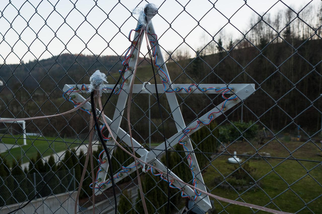 Selbst gebauter Stern für Weihnachtsbeleuchtung