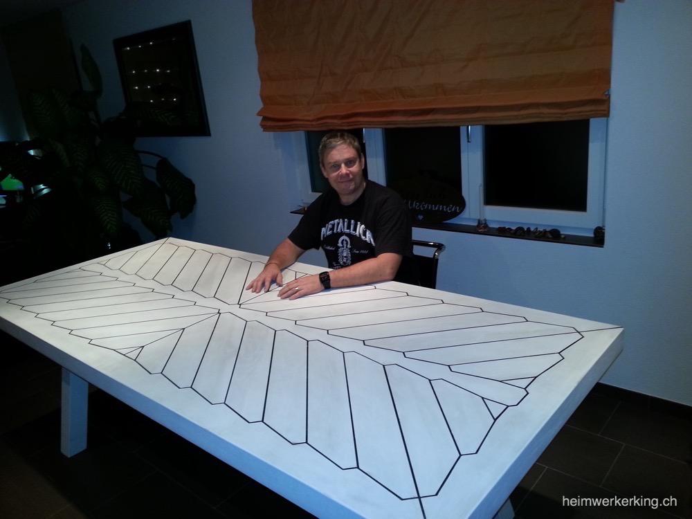 Roger und sein selbstgebauter Esszimmertisch